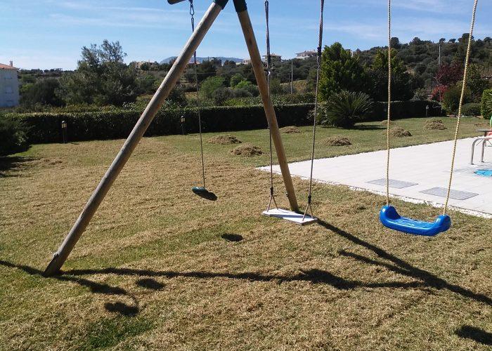 Συντήρηση κήπων-Εξαραίωση χλοοτάπητα-Turf verticutting-Topos Renovation6